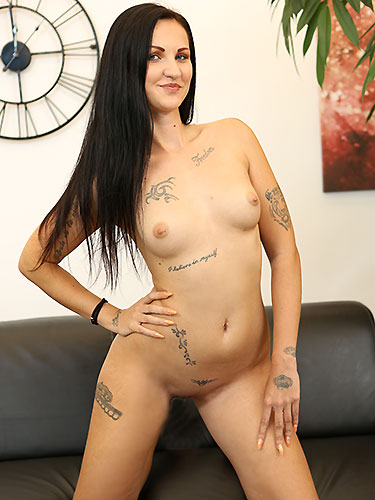 Puffy Network Model Isabel Dark
