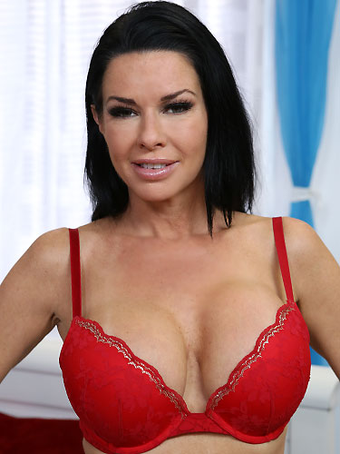 Puffy Network Model Veronica Avluv