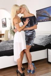 Piss Loving Blondes photo #4