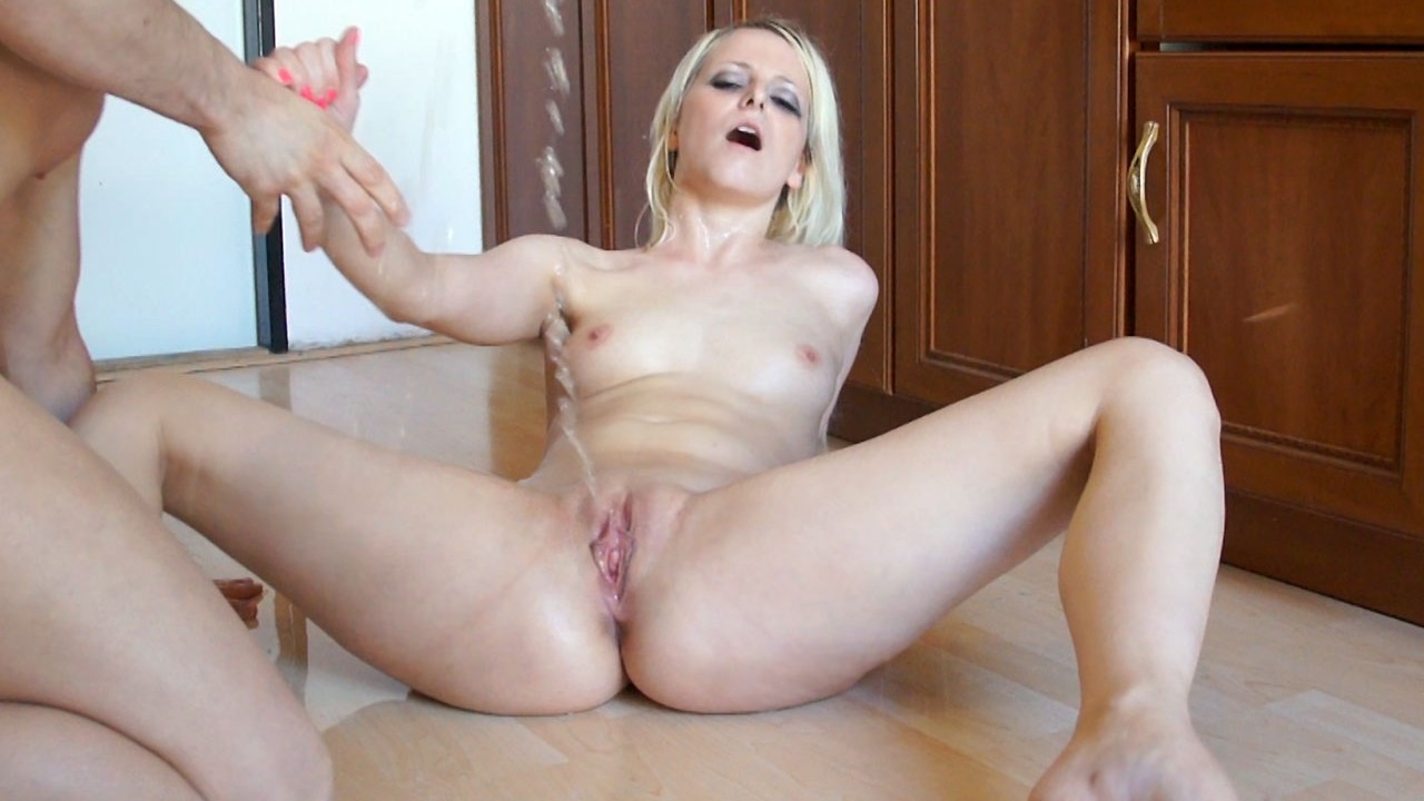 Pissing Video Denisa at Home
